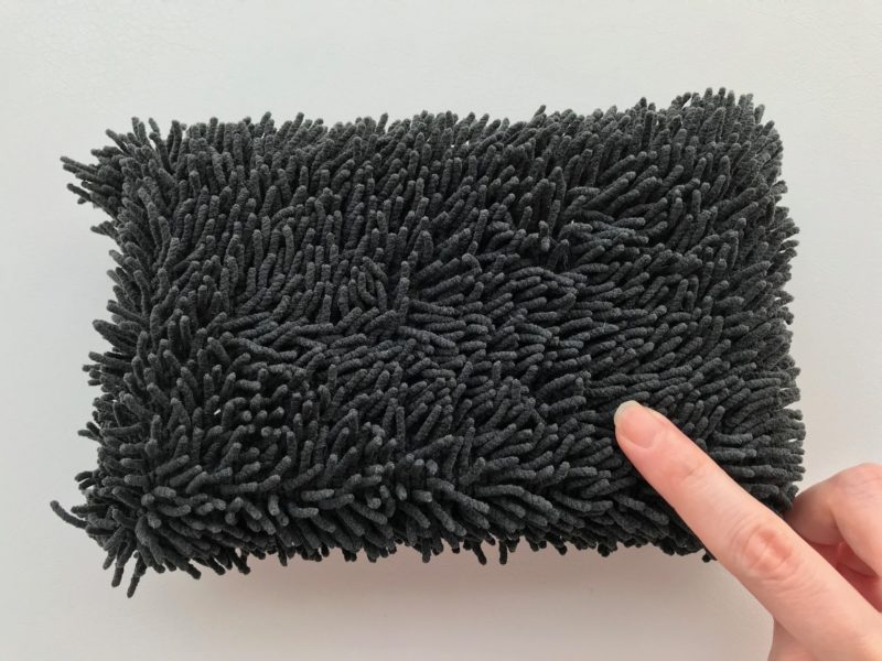Microfiber-sponge-on-the-desk