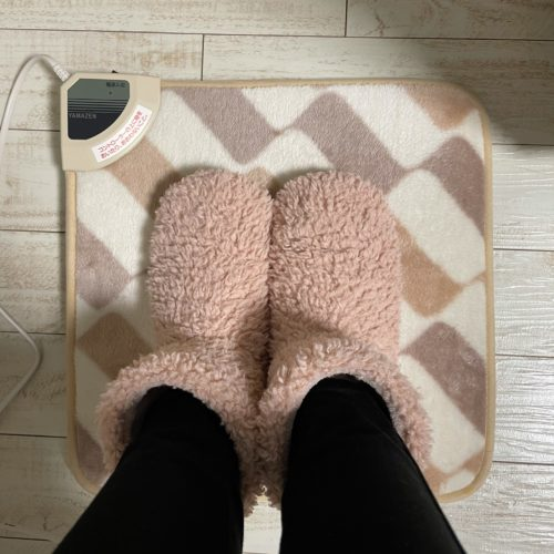 feet-warmed-with-an-electric-mat